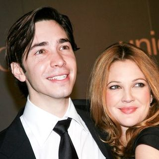"Drew Barrymore, Justin Long in Madonna and Gucci Host ""A Night to Benefit Raising Malawi and UNICEF"" - Arrivals"