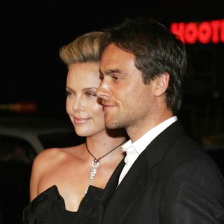 Charlize Theron, Stuart Townsend in North Country Los Angeles Premiere - Arrivals