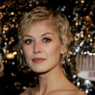 Rosamund Pike in Los Angeles Premiere of Doom - Arrivals