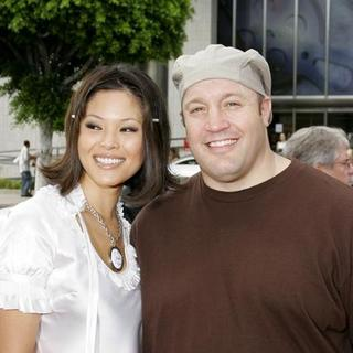 Kevin James in Barnyard World Premiere