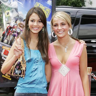 Jamie Lynn Spears, Victoria Justice in Barnyard World Premiere