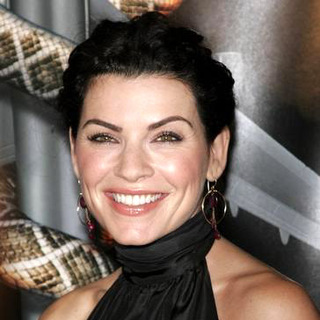 Julianna Margulies in Snakes on a Plane Los Angeles Premiere