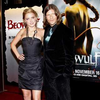 "Crispin Glover in ""Beowulf"" Los Angeles Premiere - Arrivals - DGG-017490"
