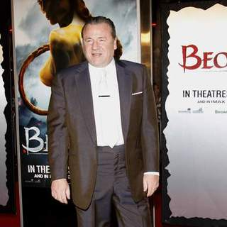 "Ray Winstone in ""Beowulf"" Los Angeles Premiere - Arrivals"