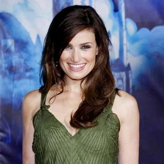 "Idina Menzel in ""Enchanted"" World Premiere - Arrivals"
