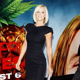 "Jenny McCarthy in ""Pineapple Express"" Los Angeles Premiere - Arrivals"