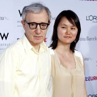 "Woody Allen, Soon-Yi Previn in ""Vicky Cristina Barcelona"" Los Angeles Premiere - Arrivals"