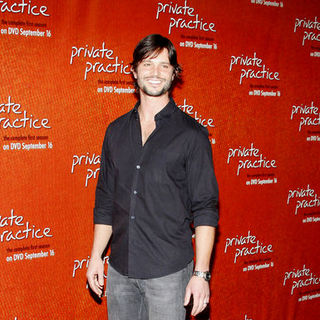 "Jason Behr in ""Private Practice"" Season One DVD Launch - Arrivals"