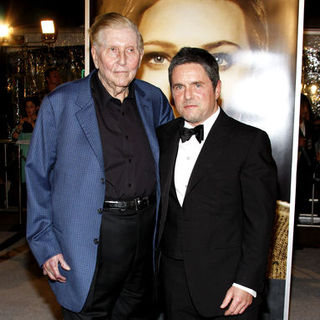 "Sumner Redstone, Brad Grey in ""The Curious Case Of Benjamin Button"" Los Angeles Premiere - Arrivals"