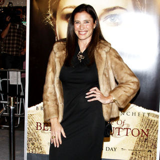 "Mimi Rogers in ""The Curious Case Of Benjamin Button"" Los Angeles Premiere - Arrivals"