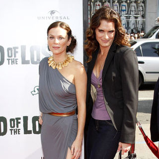 "Anna Friel, Brooke Shields in ""Land of the Lost"" Los Angeles Premiere - Arrivals"
