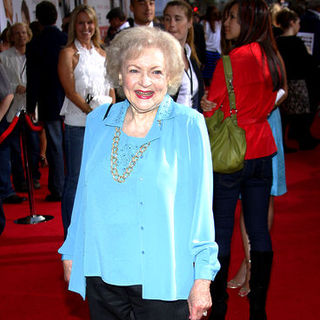 "Betty White in ""The Proposal"" Los Angeles Premiere - Arrivals"