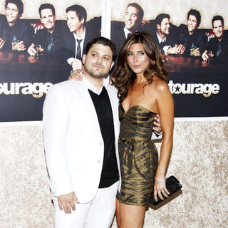 "Jamie-Lynn Sigler, Jerry Ferrara in HBO's ""Entourage"" Season 6 Los Angeles Premiere - Arrivals"