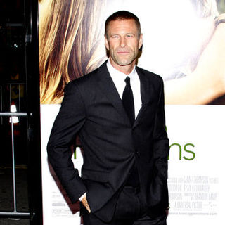"Aaron Eckhart in ""Love Happens"" World Premiere - Arrivals - DGG-023043"