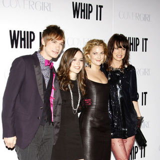 "Landon Pigg, Drew Barrymore, Ellen Page, Juliette Lewis in ""Whip It!"" Los Angeles Premiere - Arrivals"