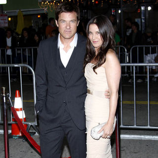 "Jason Bateman, Amanda Anka in ""Couples Retreat"" Los Angeles Premiere - Arrivals"