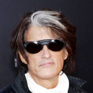 Joe Perry in 2009 American Music Awards - Arrivals