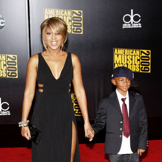 Toni Braxton in 2009 American Music Awards - Arrivals