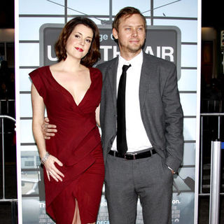 "Melanie Lynskey, Jimmi Simpson in ""Up in the Air"" Los Angeles Premiere - Arrivals"