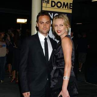 Charlize Theron, Stuart Townsend in In The Valley of Elah - Movie Premiere - Arrivals