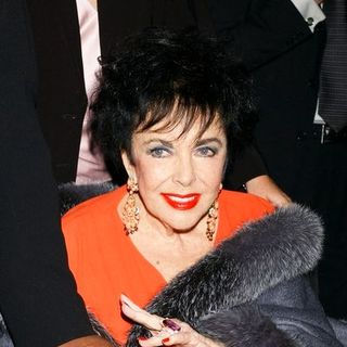 "Elizabeth Taylor in Reading of A.R. Gurney's ""Love Letters"" in Honor of AIDS Day at Paramount Studios in Hollywood - GLA-002003"