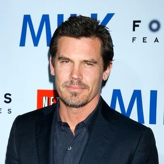 "Josh Brolin in ""Milk"" Hollywood Premiere - Arrivals"