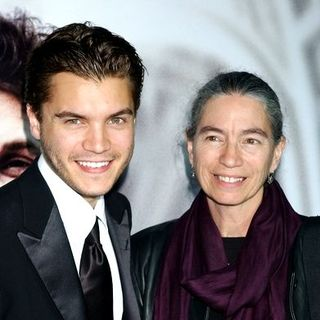 "Emile Hirsch, Margaret Davenport in ""Milk"" Hollywood Premiere - Arrivals"