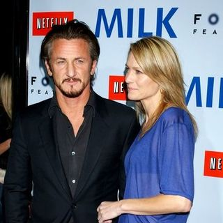 "Sean Penn, Robin Wright Penn in ""Milk"" Hollywood Premiere - Arrivals"