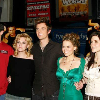 Chad Michael Murray, Sophia Bush, Tyler Hilton, James Lafferty, Hilarie Burton, Bethany Joy Lenz in Cast Of One Tree Hill Special Appearance At F.Y.E.