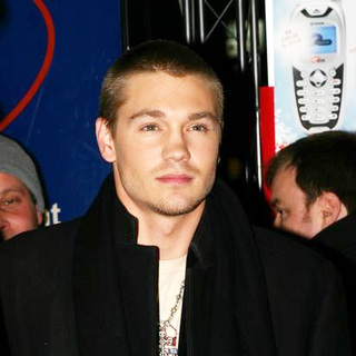 Chad Michael Murray in Cast Of One Tree Hill Special Appearance At F.Y.E.