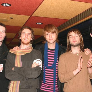 Maroon 5 in Z100 Jingle Ball 2004