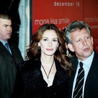 Julia Roberts - Mona Lisa Smiles Movie Premiere