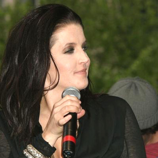 Lisa Marie Presley - Lisa Marie Presley kicks off Shop 4 Class week
