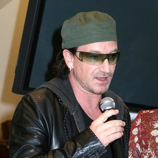 U2 in Barneys and Bono launch EDUN clothing line