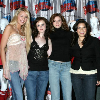 Blake Lively, America Ferrera, Alexis Bledel, Amber Tamblyn in Cast of Sisterhood of the Travelling Pants Donates Memorabilia to Planet Hollywood