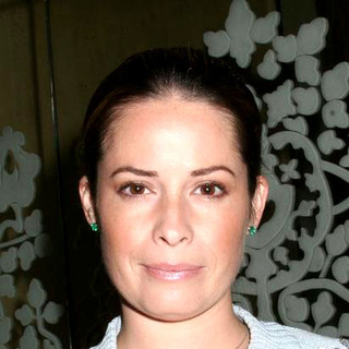Holly Marie Combs in Holly Marie Combs and Ortho Women's Health Join Together to Kick Off The Back to School With Control