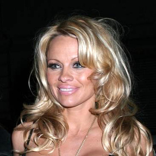 Pamela Anderson - Celebrities Out and About in Manhattan