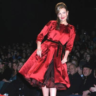 Thalia in Olympus Fashion Week Fall 2006 - Heart Truth Red Dress Collection Show - JTM-014641