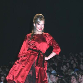 Thalia in Olympus Fashion Week Fall 2006 - Heart Truth Red Dress Collection Show - JTM-014687