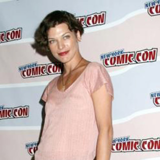 Milla Jovovich in 2006 New York Comic Con