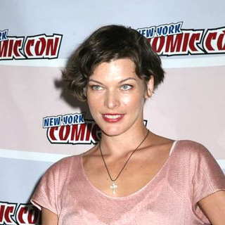 Milla Jovovich in 2006 New York Comic Con - JTM-015246