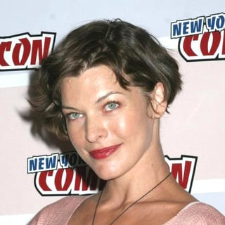 Milla Jovovich in 2006 New York Comic Con - JTM-015253