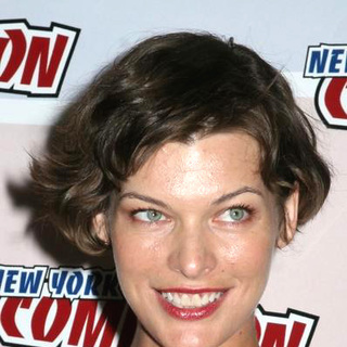 Milla Jovovich in 2006 New York Comic Con - JTM-015255