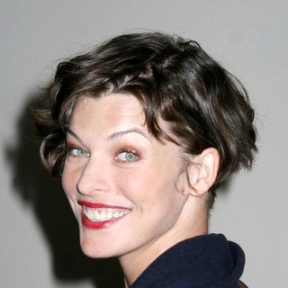 Milla Jovovich in 2006 New York Comic Con - JTM-015257