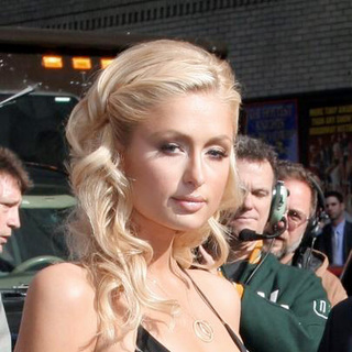 Paris Hilton - Paris Hilton Departs from The Late Show with David Letterman - 06-12-2006