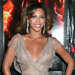 Beyonce Knowles in Dreamgirls New York Movie Premiere - Arrivals