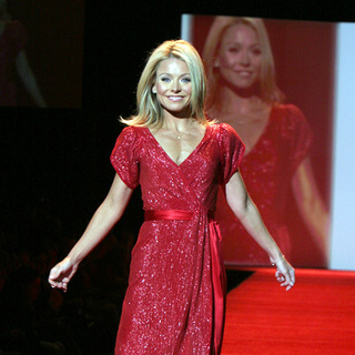Kelly Ripa in Mercedes-Benz Fashion Week Fall 2007 - Heart Truth Red Dress - Runway