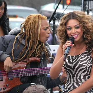 Beyonce Knowles - Beyonce Performs Live on CBS The Early Show to promote B'Day The Deluxe Edition