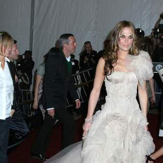 Molly Sims in Poiret, King of Fashion - Costume Institute Gala at The Metropolitan Museum of Art - Arrivals
