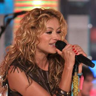 Paulina Rubio Performs Live on MTV's Mi TRL - JTM-026179